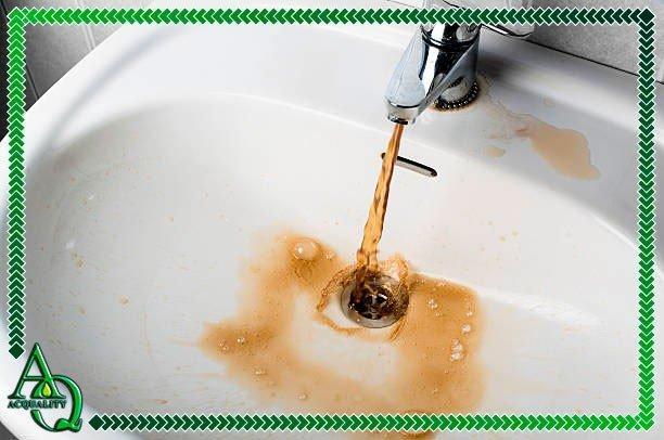 Como clarear água amarelada