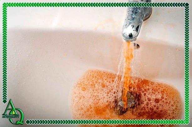 água com gosto de ferrugem